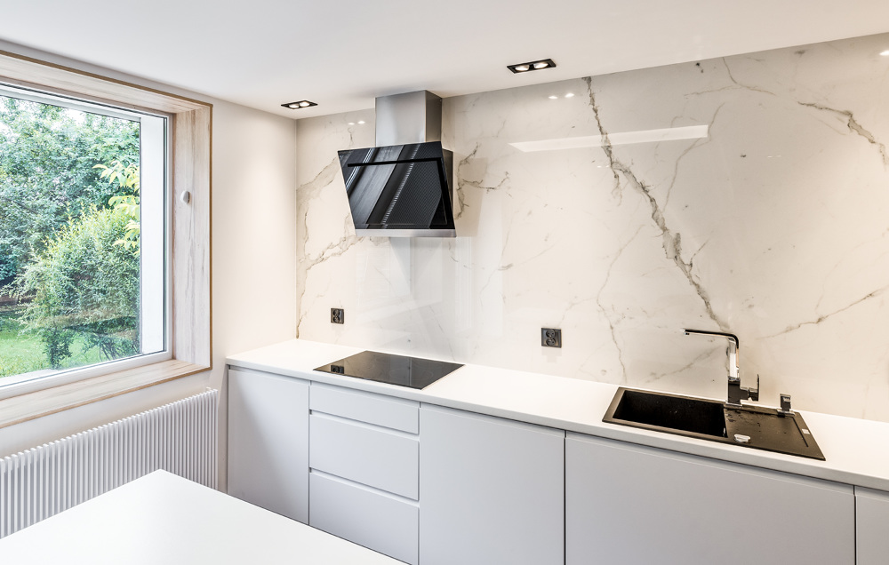 White marble kitchen  Marmur Studio l Projektowanie i   -> Kuchnia Czarny Marmur